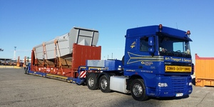 Art-Transport & Services Garrone - Transport barge militaire sur conteneur -